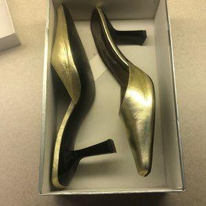 Charles Davis women's Gold high heels